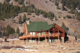 Joit ext Swedish cope log Centennial Wyoming custom home builder handcrafted details (3) - Deerwood Log Homes - Custom Built Homes and Cabins - Laramie, Wyoming and The Centennial Valley - deer-wood.com - (307) 742-6554