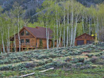 Star log timber frame post & beam hybrid Centennial Wyoming custom handcrafted home builder (4) - Deerwood Log Homes - Custom Built Homes and Cabins - Laramie, Wyoming and The Centennial Valley - deer-wood.com - (307) 742-6554